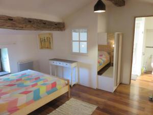 Les Moulins, Дома для отпуска  Génouillé - big - 9