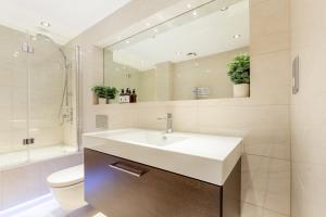 Luxury 2 BR in Knightsbridge by The Residences Group, Apartmanok  London - big - 13