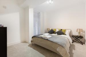Luxury 2 BR in Knightsbridge by The Residences Group, Apartmanok  London - big - 14