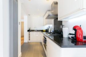 Luxury 2 BR in Knightsbridge by The Residences Group, Apartmanok  London - big - 21