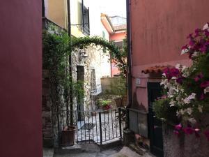 Da Cleo ...nell'incanto del borgo con vista mare - AbcAlberghi.com