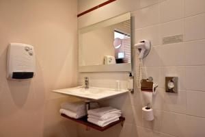 Best Western Le Duguesclin, Hotels  Saint-Brieuc - big - 100