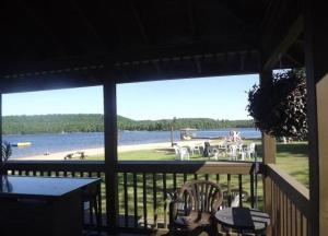 Cloverleaf Cottages, Case vacanze  Oxtongue Lake - big - 65