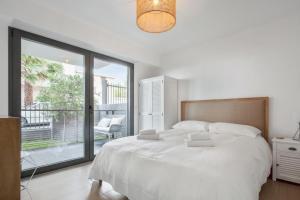 Splendid brand new 1 bedroom in front of the beach