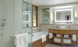 Park Lane Suite with Lounge Access