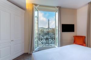 Deluxe Triple Room Duchesse - Eiffel Tower Side View