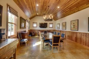 Blacksmith Quarters on Barons Creek, Apartmanok  Fredericksburg - big - 215