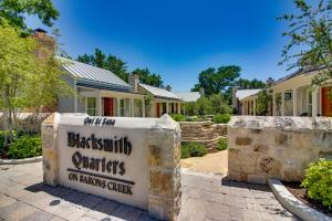 Blacksmith Quarters on Barons Creek, Apartmanok  Fredericksburg - big - 229