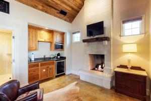 Blacksmith Quarters on Barons Creek, Apartmanok  Fredericksburg - big - 235