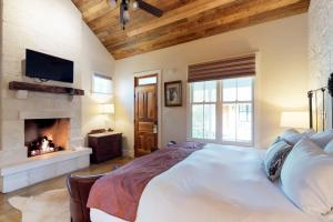 Blacksmith Quarters on Barons Creek, Apartmanok  Fredericksburg - big - 253