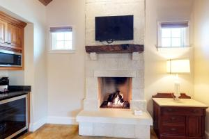 Blacksmith Quarters on Barons Creek, Apartmanok  Fredericksburg - big - 260