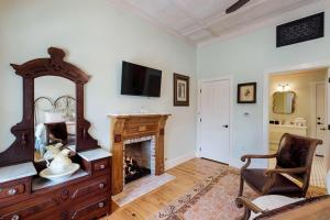 Blacksmith Quarters on Barons Creek, Apartmanok  Fredericksburg - big - 264