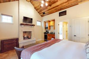 Blacksmith Quarters on Barons Creek, Apartmanok  Fredericksburg - big - 295
