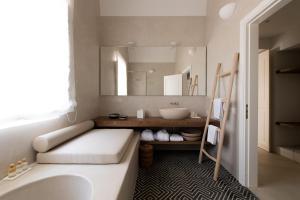 Capofaro Locanda & Malvasia, Hotels  Malfa - big - 25