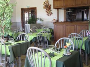 Logis Hotel Des Rochers, Hotely  Marvejols - big - 32