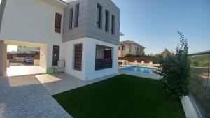 Sand Beach Villa, Holiday homes  Voroklini - big - 45