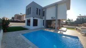 Sand Beach Villa, Holiday homes  Voroklini - big - 25