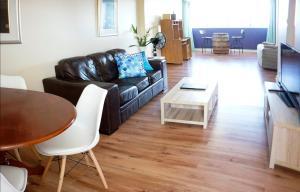Studio 302 with ocean views, Apartments  Fremantle - big - 37