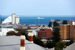 Studio 302 with ocean views, Apartments  Fremantle - big - 10