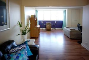 Studio 302 with ocean views, Apartments  Fremantle - big - 16