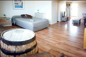 Studio 302 with ocean views, Apartments  Fremantle - big - 12