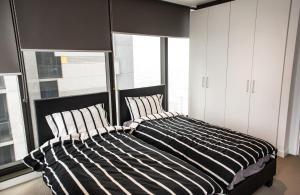 Modern 639 Lonsdale APT, Apartmanok  Melbourne - big - 27