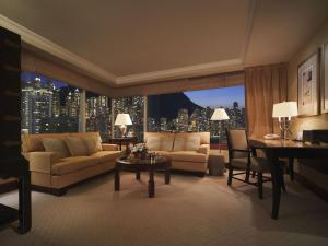 Executive Peak View King Suite with Lounge Access