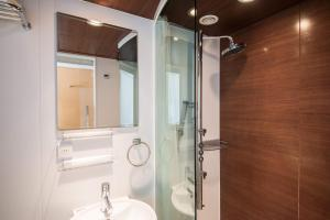 Superior Double Room with Shower - Non-Smoking