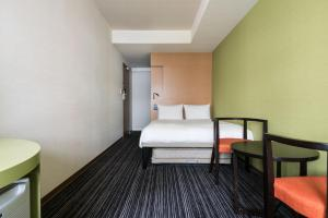 Deluxe Double Room with Shower - Non-Smoking