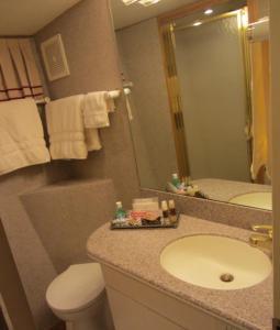 Ocean Romance Dockside Bed & Breakfast Yacht, Bed and breakfasts  Newport - big - 16