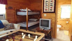 Baird's Creek Cabin, Дома для отпуска  Poplar Grove - big - 13