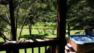 Baird's Creek Cabin, Dovolenkové domy  Poplar Grove - big - 14