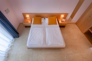 Hotel Garnì Orchidea, Отели  Мальчезине - big - 57
