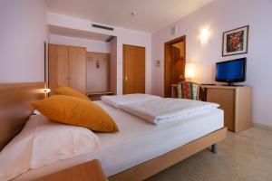 Hotel Garnì Orchidea, Отели  Мальчезине - big - 43