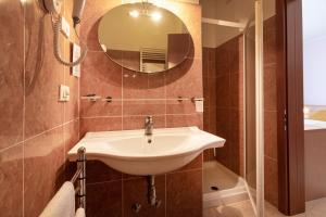 Hotel Garnì Orchidea, Отели  Мальчезине - big - 4