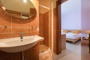 Hotel Garnì Orchidea, Отели  Мальчезине - big - 5