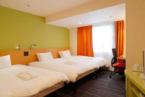 Deluxe Twin Room with Extra Bed and Shower (3 Adults) - Non-Smoking