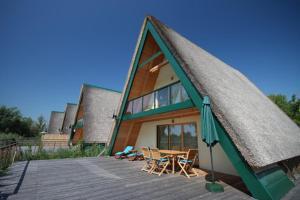 Finiki - Gästehäuser und Schiff