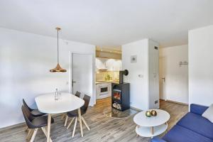 H+ Hotel Ferienpark Usedom, Apartmanok  Ostseebad Koserow - big - 3