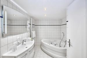 H+ Hotel Ferienpark Usedom, Apartmanok  Ostseebad Koserow - big - 12