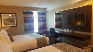 Microtel Inn & Suites by Wyndham Whitecourt, Отели  Whitecourt - big - 20