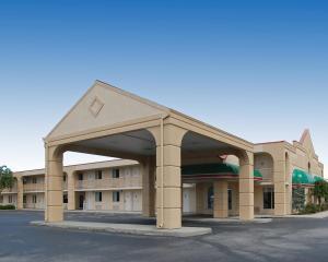 Baymont Inn & Suites Sandusky, Hotels  Sandusky - big - 13
