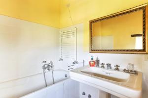 Casale delle Noci Apartment, Апартаменты  Таварнелле-Валь-ди-Пеза - big - 52