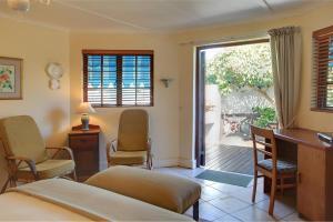 Huisje met Uitzicht op het Zwembad en de Tuin - Rose Cottage