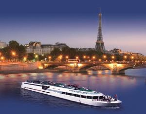 Double Room with Diner and River Cruise on the Seine Included