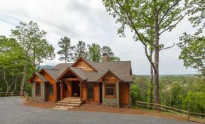 Birchwood Lodge Four-Bedroom Villa - White Path