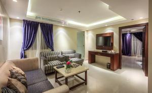 Almuhaidb Faisaliah Hotel Suites, Aparthotels  Riad - big - 4