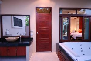 Les Palmares Villas, Курортные отели  Банг Тао Бич - big - 63
