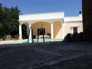Casal del Borgo, an old farmhouse surrounded by greenery and a few steps from the village., Ferienhäuser  Ostuni - big - 8