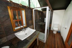 Ndzhaka Tented Camp, Luxury tents  Manyeleti Game Reserve - big - 11